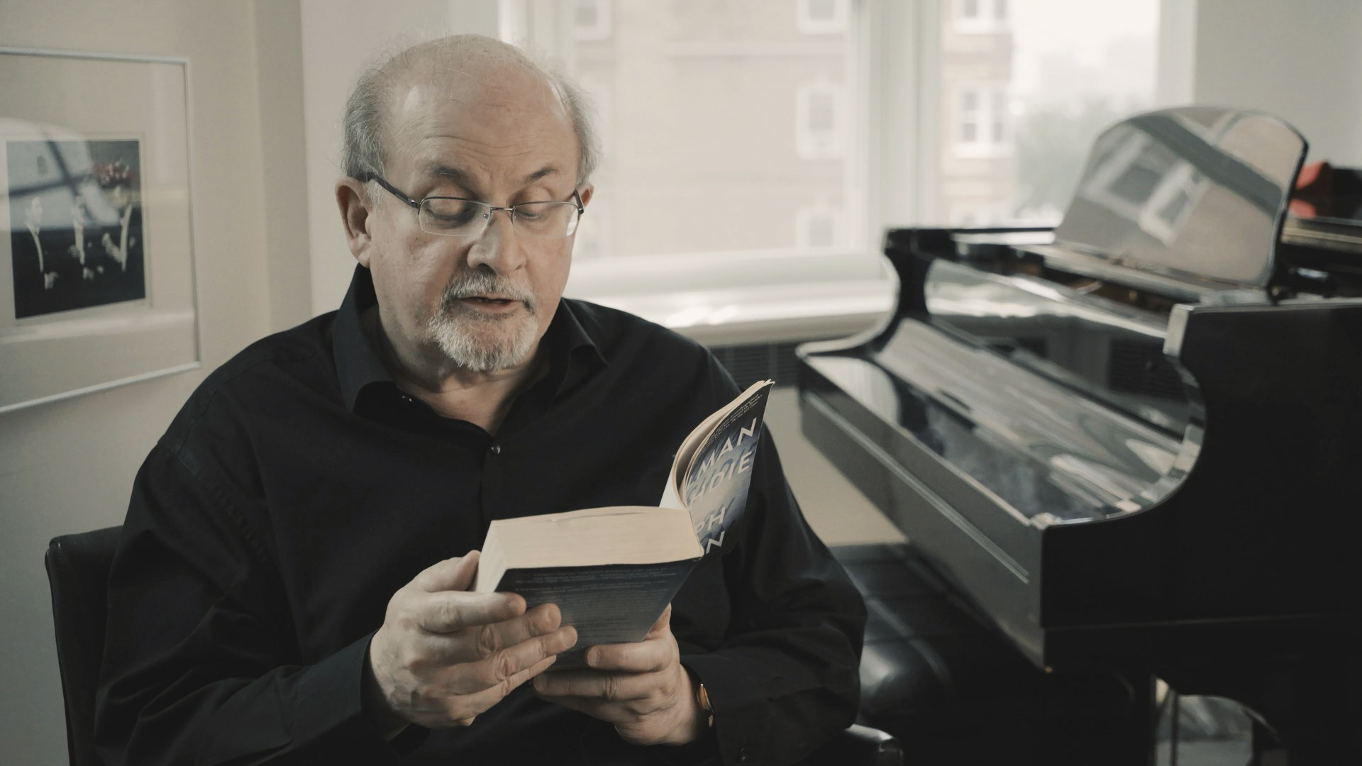 Salman Rushdie _ 10 © Flach Film Production
